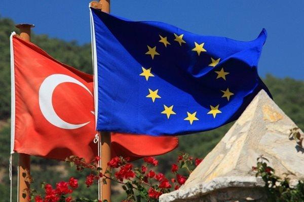 Avrupa, Türkiye'yle müzakereleri dondurmadı