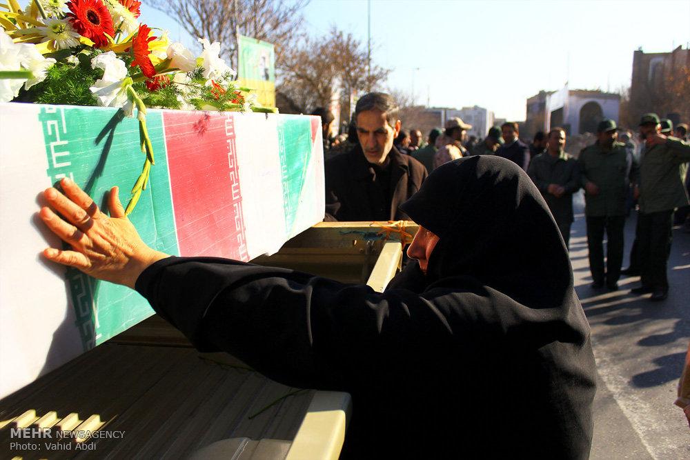 مراسم تشییع پیکر مطهر هفت شهید دوران دفاع مقدس در تبریز