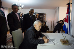 Iran's Zarif pays tribute to late Cuban leader Fidel Castro