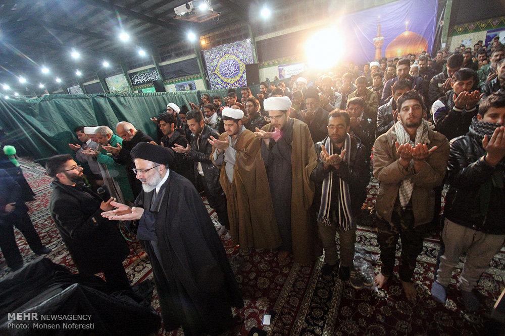 حضور تولیت آستان قدس رضوی در میان زائران پیادهروی به سمت مشهد