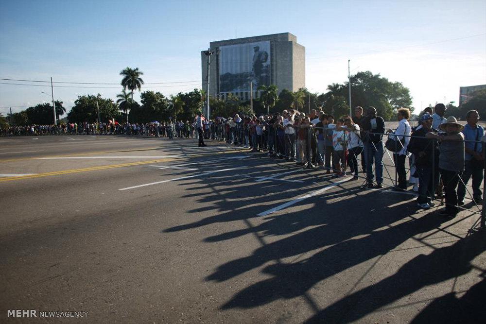 صف کوبایی های برای وداع با کاسترو