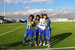دیدار تیم های فوتبال گسترش فولاد و سپاهان