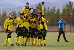 دیدار تیم های فوتبال بانوان آینده سازان میهن نجف آباد و خیبرخرم آباد