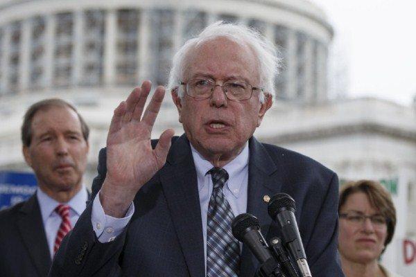 برنی سینڈرز کی امریکی صدر پر شدید تنقید