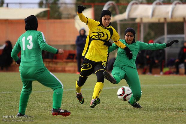 دیدار تیم های فوتبال بانوان آینده سازان و خیبرخرم آباد