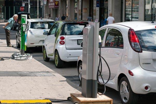 آمریکا در تولید خودروی الکتریکی از چین و اروپا عقب افتاده است