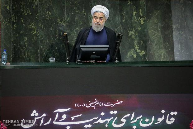 الرئيس روحاني يتوعد بالرد الحازم على تمديد الحظر الامريكي /فيديو
