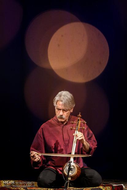 Erdal Erzinan İranlı müzisyenle düet yaptı