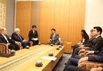 Zarif meets Japan's Abe to discuss issues of mutual interest