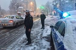 نجات ۵۰ مسافر گرفتار در برف لرستان/ مهگرفتگی در جادهها