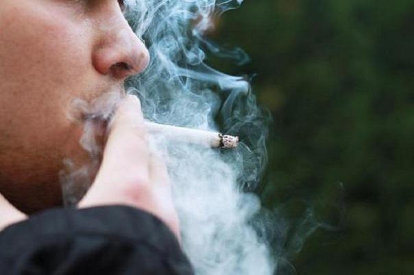 سیگار کشیدن موجب بروز بیماری های چشمی می شود