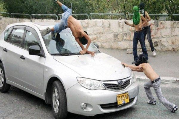 یک شهرک نشین صهیونیست جوان فلسطینی را با خودرو زیر گرفت