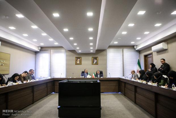 """إيران تشكل """"لجنة متابعة"""" لتطوير علاقاتها مع الجزائر"""