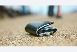 شهروند دزفولی کیف گمشده حاوی پول و چک را به صاحبش رساند