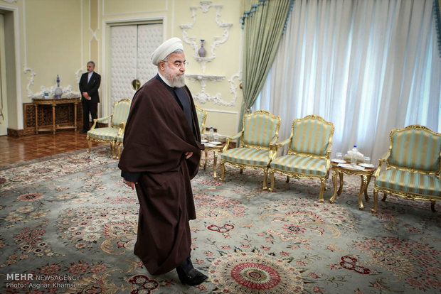 Rouhani receives officials from Iraq, Palestine