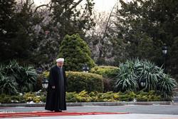 Ruhani Ermenistan'da resmi törenle karşılandı