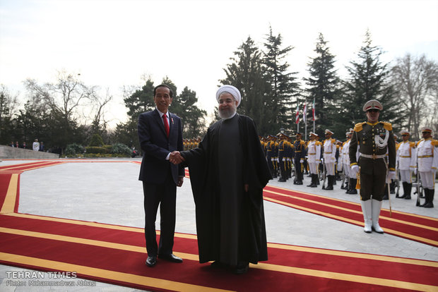 President Rouhani officially welcomes Indonesian counterpart