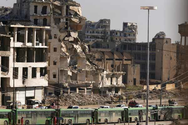 Second convoy with evacuees leaves east Aleppo