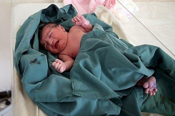 اولین نوزاد در بیمارستان امام حسین( ع) بهارستان متولد شد