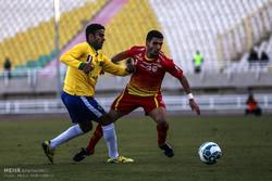 دیدار تیم های فوتبال فولادخوزستان و صنعت نفت آبادان