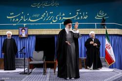 قائد الثورة يستقبل كبار المسؤولين وضيوف مؤتمر الوحدة الاسلامية / صور