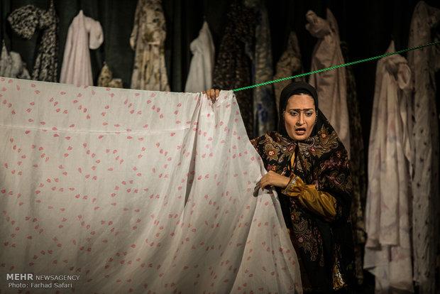 مسرحية أربعة أقفال على خشبة مسرح كاشان