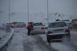 عواصف ثلجية وسيول تجتاح 29 محافظة ايرانية