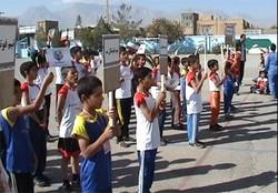 «کاروان مهر بانشاط» لوازم ورزشی را به مدارس استان سمنان اهدا کرد