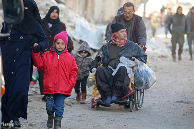 More residents flee Aleppo eastern neighborhoods for army posts