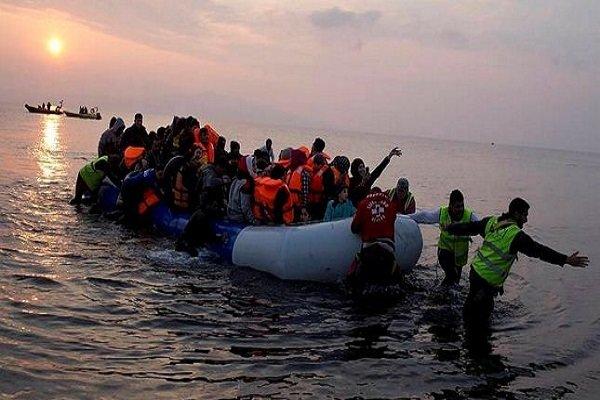 واژگونی قایق حامل مهاجران در دریای اژه/ ۱۲ نفر کشته شدند