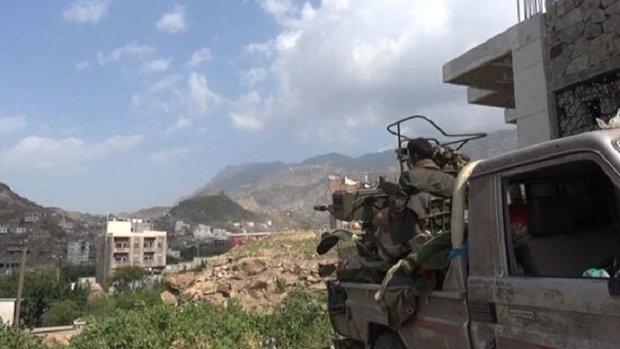 القوات اليمنية تطهر تبة الدفاع الجوي في تعز ومقتل وإصابة عشرات المرتزقة