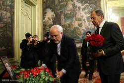 ادای احترام محمد جواد ظریف وزیر امور خارجه به سفیر جانباخته روسیه در ترکیه