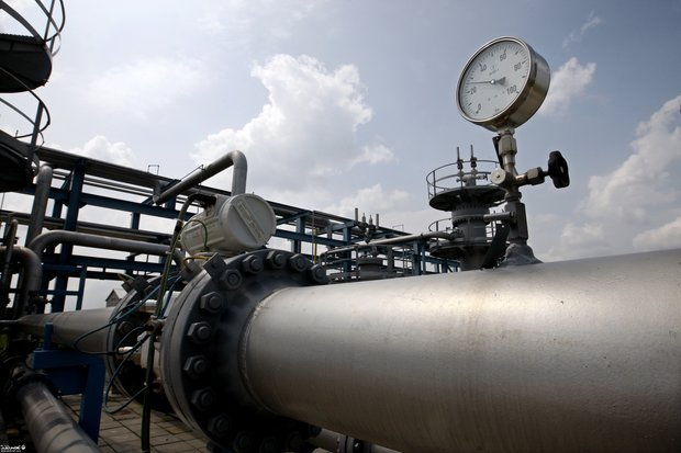 Tehran, Baghdad sign 2 oil agreements