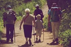 پیاده روی کوتاه مدت برای سالمندان مفید است
