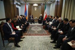 روحاني يؤكد على أهمية تعزيز العلاقات بين إيران وأرمينيا