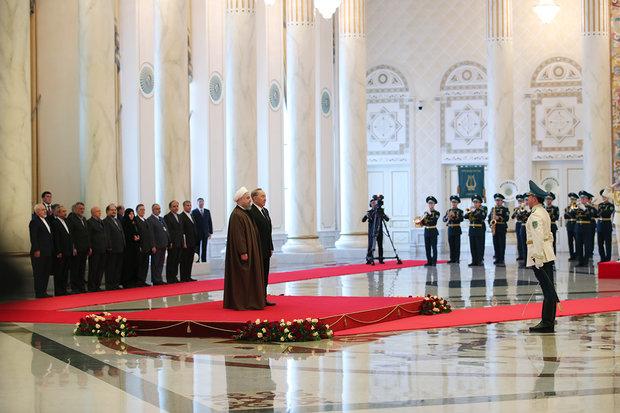 Nazarbayev Ruhani'yi resmi törenle karşıladı