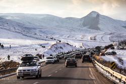 ریزش برف در گردنه اسدآباد/راههای مواصلاتی استان باز است