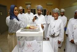 العمانيون يدلون بأصواتهم في ثاني انتخابات بلدية بالسلطنة