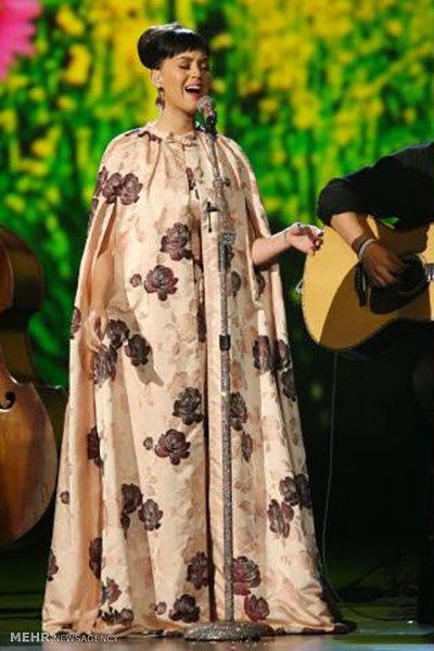 عکس کیتی پری با لباس عجیب