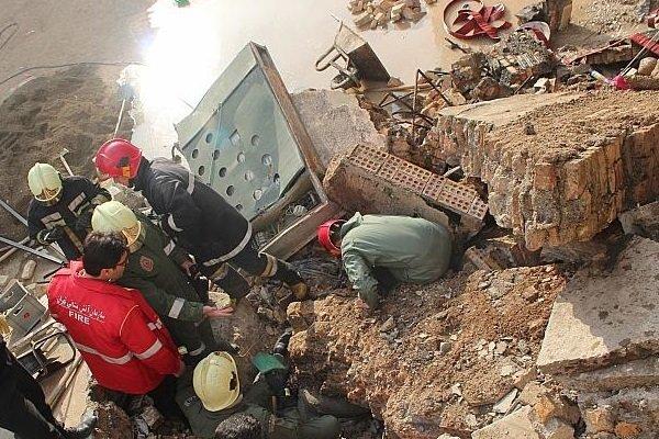 ۲ نفر توسط آتشنشانان همدانی نجات یافتند,