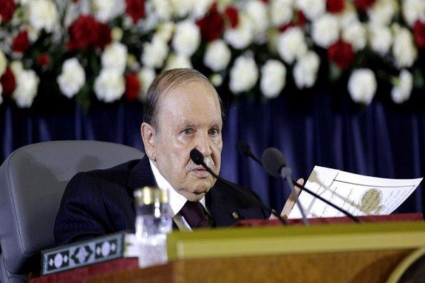 بوتفليقة يحذر الجزائريين من الانسياق وراء المؤامرات الأجنبية