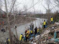 فیلم/پاکسازی حریم رودخانه های رشت