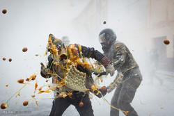 اسپین میں آٹے اور انڈوں کے ساتھ لڑائی