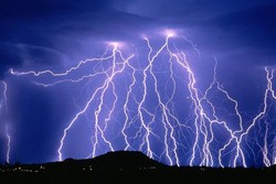 Lightning strike kills 3, injures 2 in Malayer