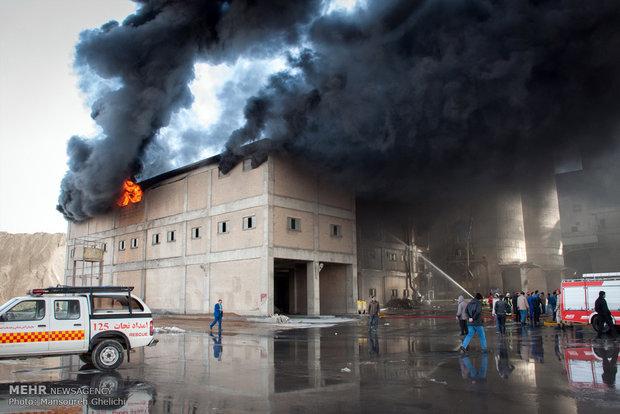 آتش سوزی کارخانه سیمان شاهرود