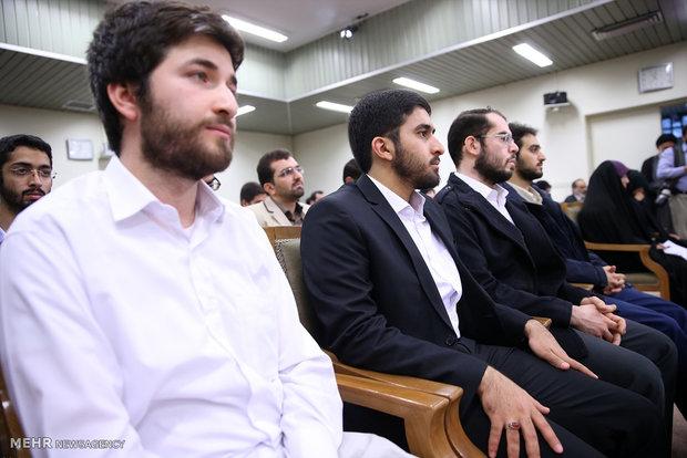 Leader receives SUT elites, medalists, professors