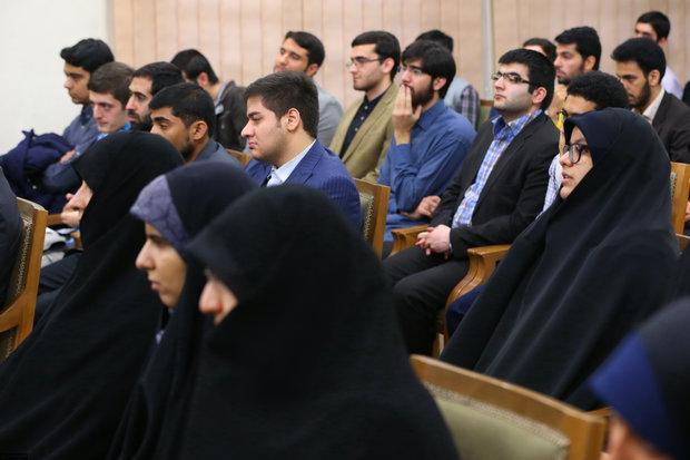 Academic elites meet with Leader