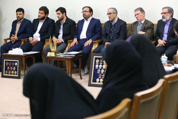 Üniversitesi Öğrencileri, İnkılap Rehberi'yle görüştü