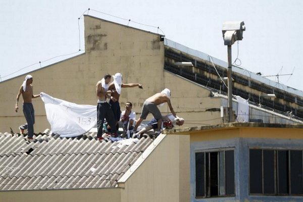 شورش در یک زندان در برزیل ۵۲ کشته در پی داشت