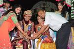 عروسی گرفتن مرد هندی برای دختران